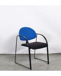 Samas Drabert vergaderstoel, slede model, blauw/zwart gestoffeerd