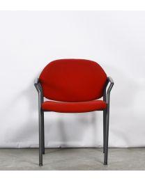 Ahrend 320 vergaderstoel, rood gestoffeerd, antraciet frame