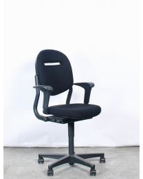 Ahrend 220 bureaustoel, EN1335, 2D armleuningen, nieuwe zwarte stof