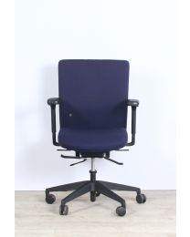 Interstuhl Ataros 2 A22 bureaustoel, blauw gestoffeerd, zwart voetkruis, 3D armleuningen