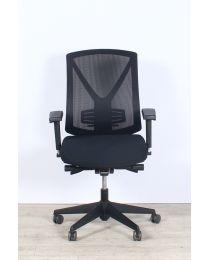 Design mesh bureaustoel, EN1335, inclusief lendensteun, zwart gestoffeerd, zwart voetkruis